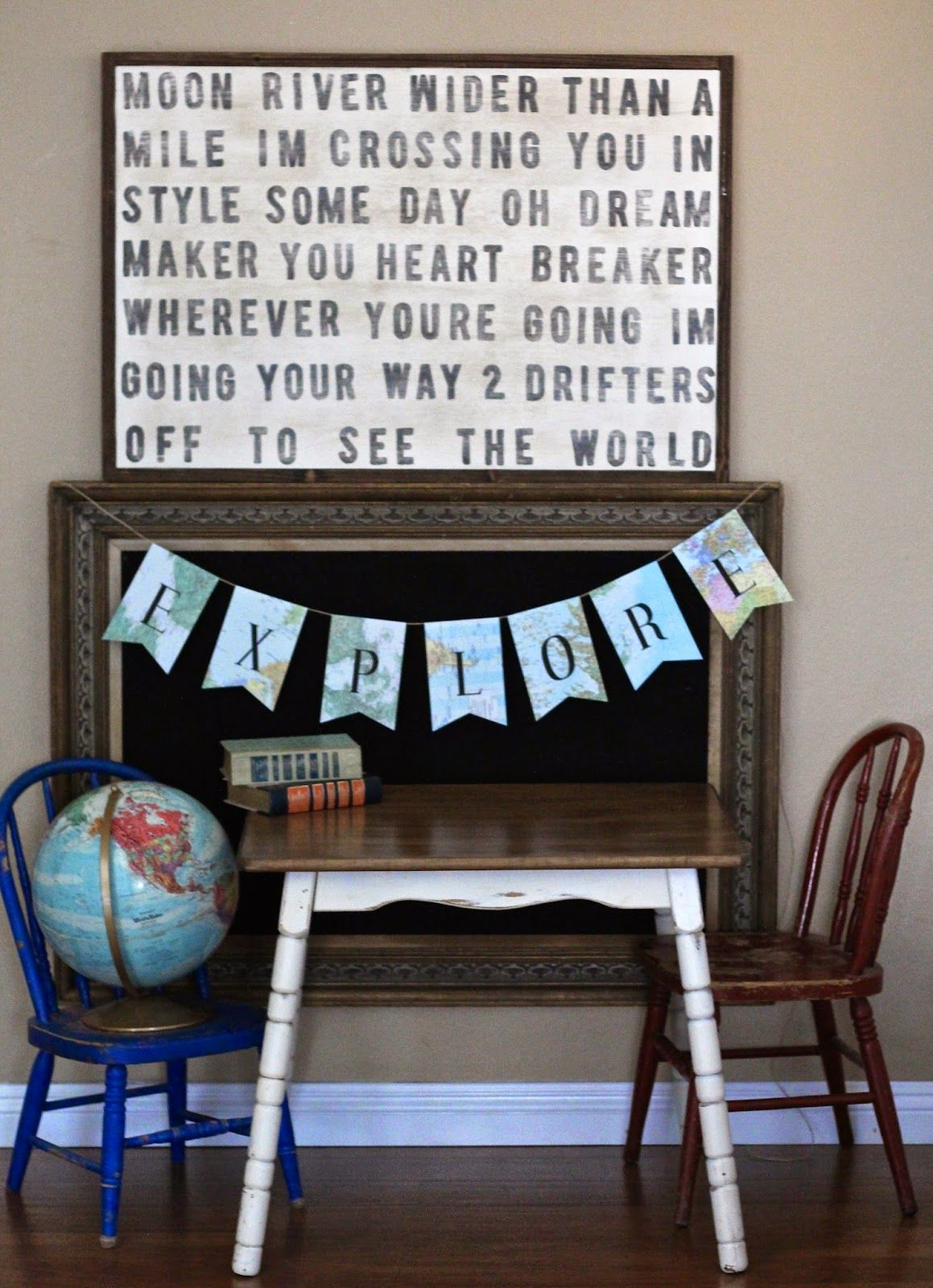 """Globe In Playroom - <3 The Sign With Lyrics To """"moon River"""