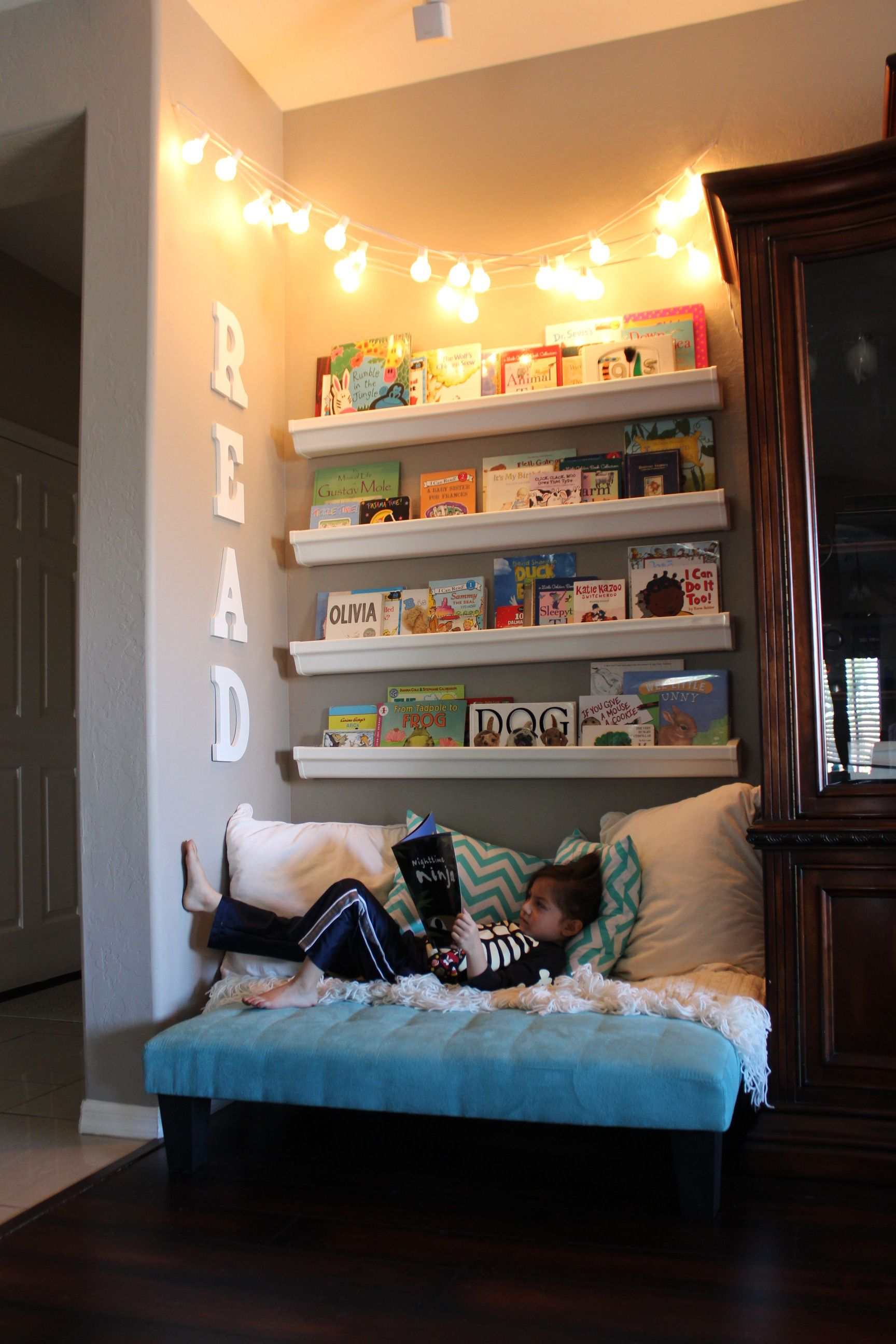 How To Make The Cutest Little Kid's Reading Nook | Playroom